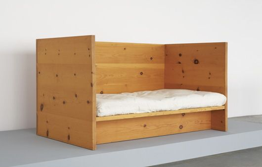 quiz donald judd oder preiswerte m bel. Black Bedroom Furniture Sets. Home Design Ideas